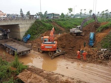 Điểm lại 'kỳ tích' 12 lần vỡ đường ống nước sạch sông Đà