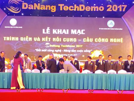 Ký THỎA THUẬN Đà Nẵng 2017 giữa Sunny-Eco Jsc. và Viện Hàn Lâm Khoa Học Nga tại TechDemo 2017