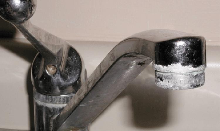 Mảng bám trên vòi nước
