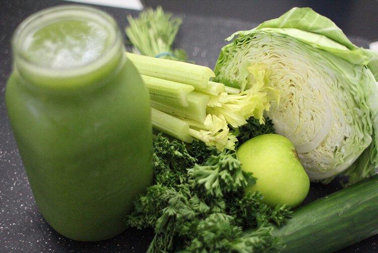 Nên bổ sung các loại rau củ khi uống nước cần tây