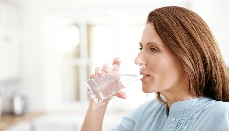 Cách giảm căng thẳng bằng uống nước