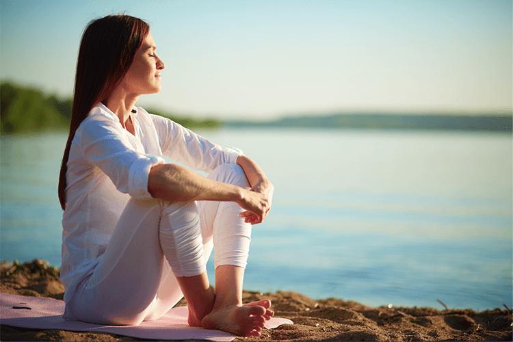 Cách giảm stress bằng yoga