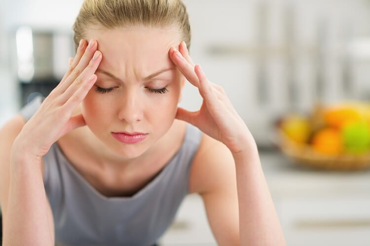 Cơ thể thiếu nước gây đau đầu và chóng mặt