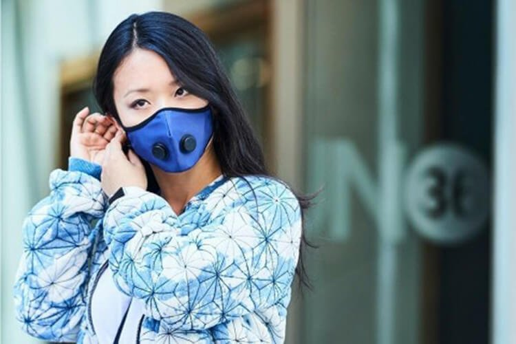Đeo khẩu trang để phòng ô nhiễm không khí
