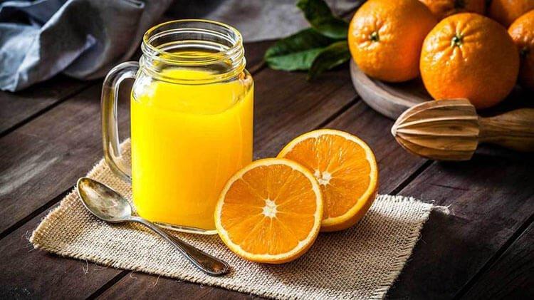 Bổ sung vitamin C bằng nước cam