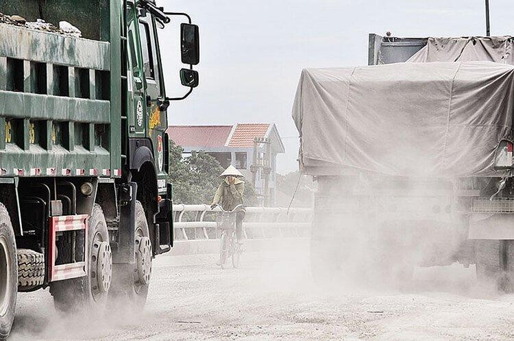 Hoạt động giao thông gây ô nhiễm không khí