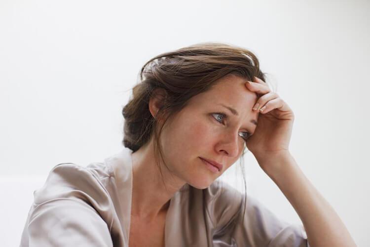 Thức khuya khiến bạn dễ có cảm xúc tiêu cực