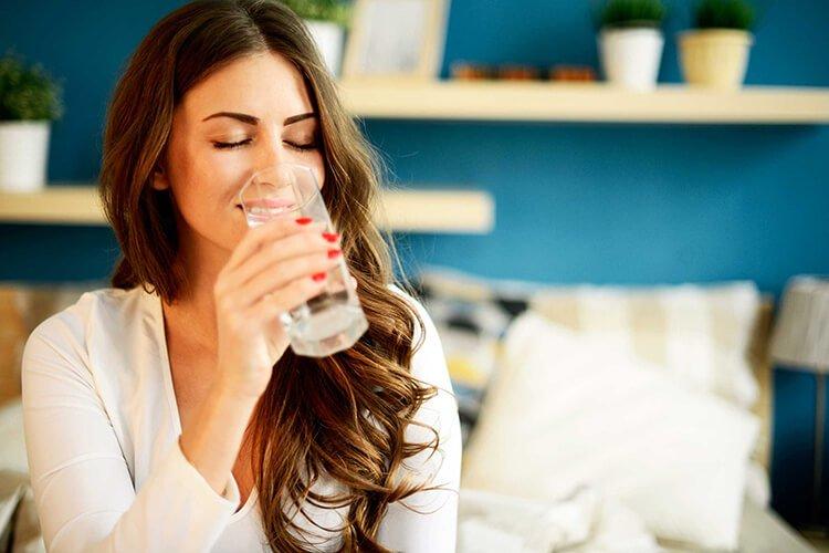 Uống nước giúp bảo vệ da khỏi tác hại của ô nhiễm không khí