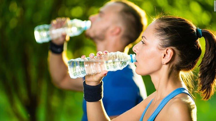 Vai trò của uống nước khi tập luyện thể thao