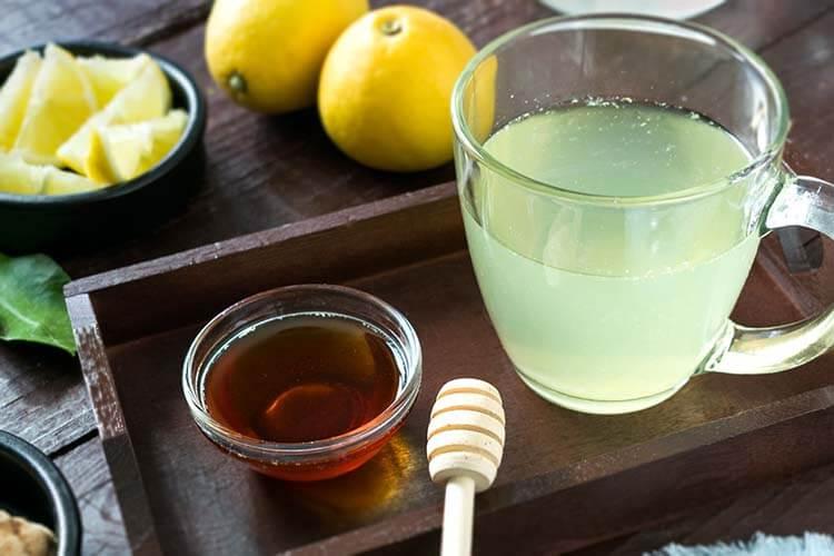 Cách giảm đau họng tại nhà bằng trà chanh mật ong