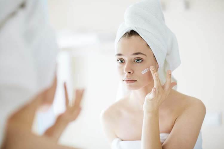 Da mặt khô có thể được khắc phục nhờ dưỡng ẩm hàng ngày