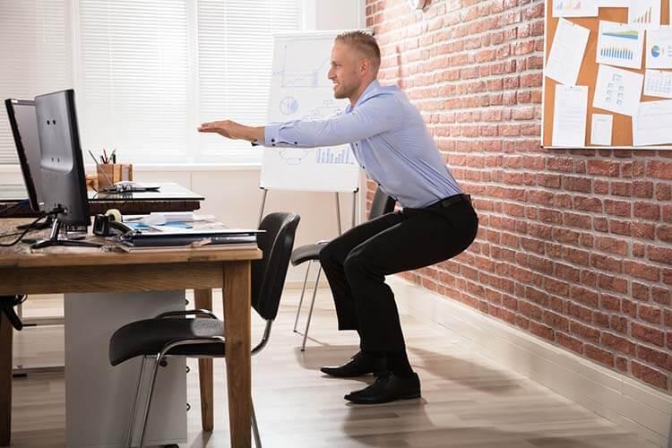 Tập thể dục tại nơi làm việc để tỉnh táo