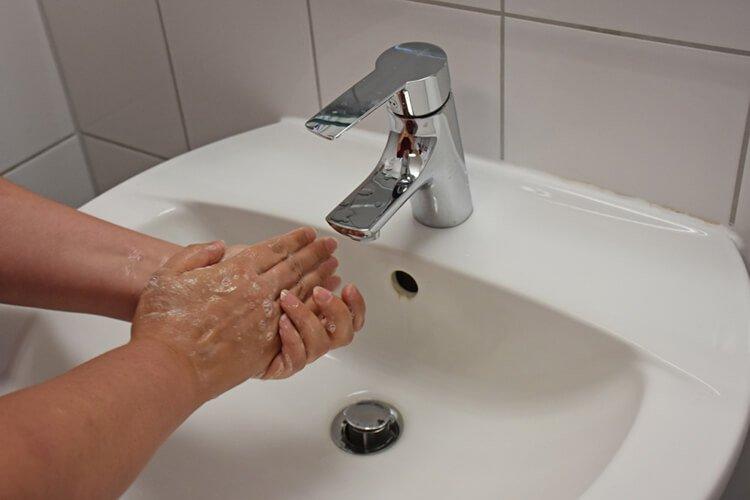 Tiết kiệm nước bằng cách khóa vòi khi không sử dụng