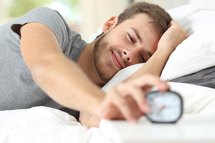 Cách tỉnh ngủ nhờ đặt báo thức sớm 15 phút