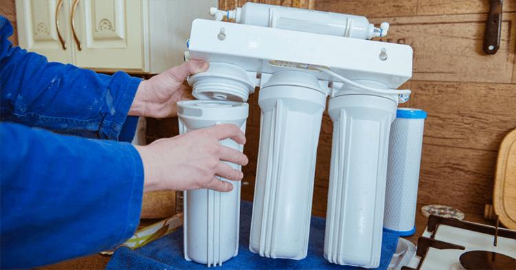 Ưu nhược điểm của thay lõi lọc nước tại nhà do đơn vị cung cấp thực hiện