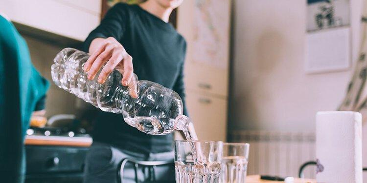 Nguy cơ của uống nước cất là gì